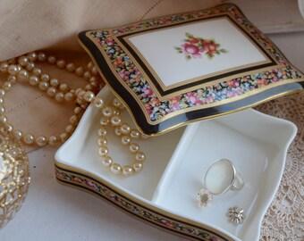 """Wedgwood Porcelain """"Clio"""" c1992 Bone China Card Holder"""