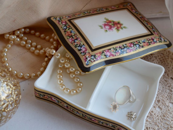 """Wedgwood bone china box with lid, """"Clio"""" pattern c1992, wedding gift, Christmas gift, housewarming gift, anniversary gift, playing cards"""