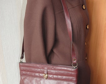Vintage Etienne Aigner burgundy red  genuine leather shoulder bag from 70s