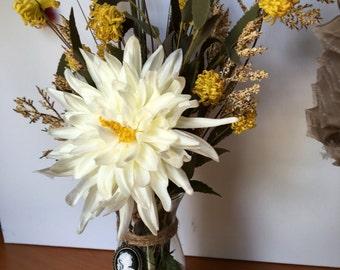 Cameo, spider mum floral arrangement