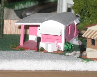 RETRO PINK TRAILER in Z / N Scale
