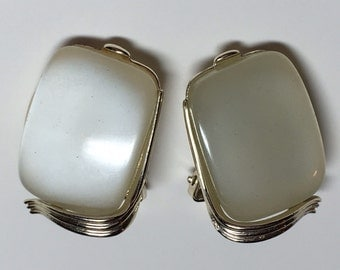 Vintage Signed Lisner Cream Thermoset Earrings