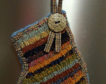 Primitive hooked mitten