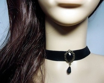 Black gothic choker necklace /pearl necklace / gothic necklace