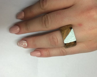 Wooden ring with triangle design