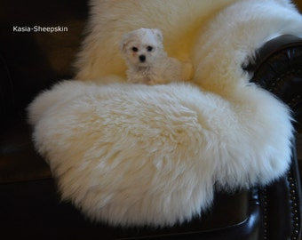 Beautiful SHEEPSKIN rug. White Throw Sheep Skin 48'' x 28'' Long Fur And Very Fluffy. Soft Wool  Exclusive Rug