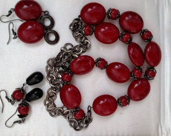Red Polished Stone Choker with 2 Matching Earrings