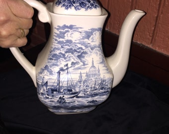 Historical port of london tea pot