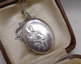 Sterling Silver Engraved Locket pendant & Chain Engraved to front Birmingham 1972