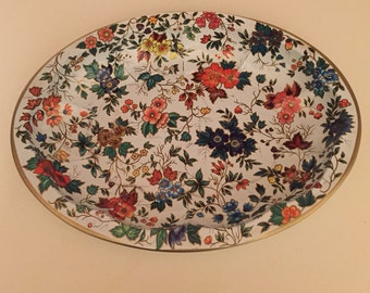 Vintage oval Daher decorative tin             Made in England
