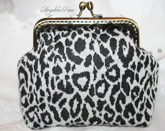clutch,coin purse, coin pouch, kiss lock, metal frame, grey and black, winter fashion, unique