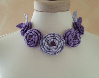 Loop necklace with peonies