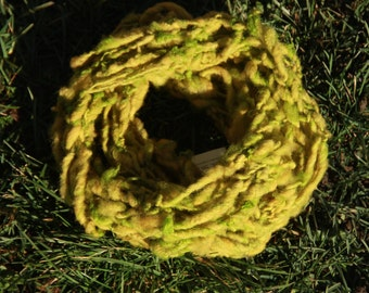 "Choker ""boa"" wool spun and dyed by hand"