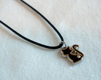 Minimalist kitty pendant necklace