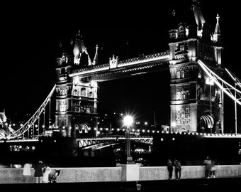 Black and white photo of Tower Bridge, London