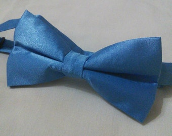 Blue satin bowtie for special occasions