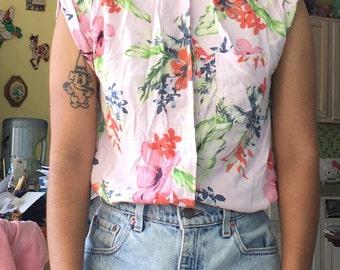 Sz S/M button up floral top