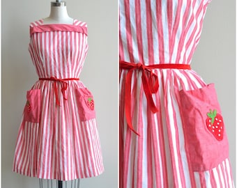 1950s Dress / Strawberry Patch Dress / Vintage 50s Cotton Dress / L / Large