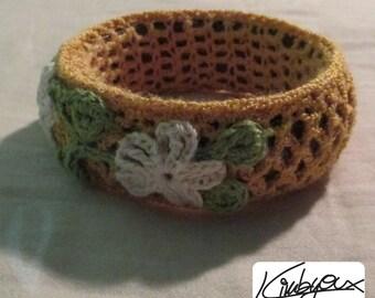 Wood bracelet to crochet