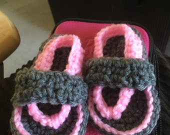 Crocheted flip flops for baby