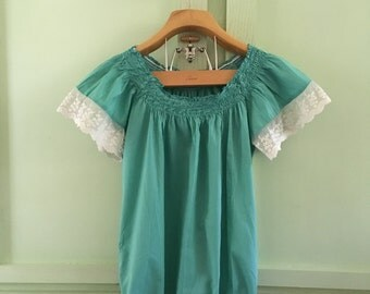 Vintage Peasant Style Blouse Ladies Small Lace Sleeves Smocked Scoop Neckline Elastic Waist BohoChic Hippie Chic Vintage Peasant Blouse