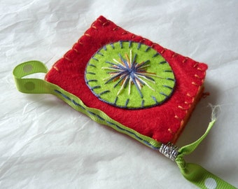 Notebook with needles, embroidered felt hand, #TEXCErouge