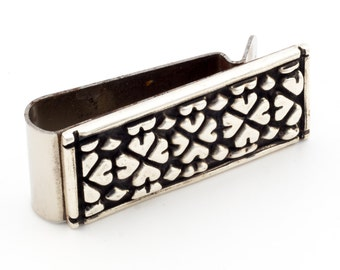 Money clip with clover leaf pattern