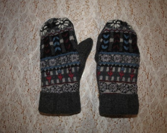 Multi-coloured Upcycled Fleece-Lined Wool Mittens