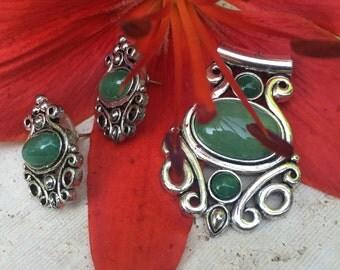 Vintage Silvertone jewelry set with green stones - pendant & earrings