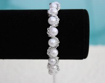 Bracelet - White Pearl Bracelet - Chain Bracelet - Women's Bracelet - Wedding Jewelry - Beaded Bracelet - Gift for Her - Pearl Bracelet