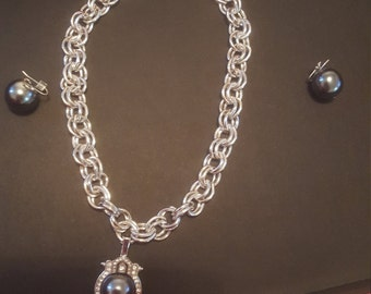 Classy set  necklace and earings real freshwater pearl