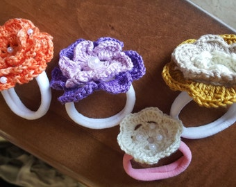 four crochet rubber bands, floral rubber band, flowers rubber bands, crcheted rubber bands, crocheted flowers, crochet ponytail holders