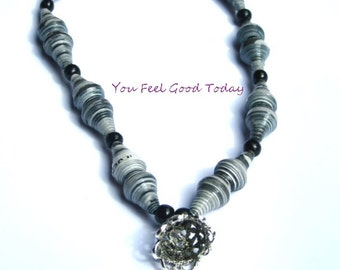 Necklace with pearls in shades of gray paper suitable for all occasions