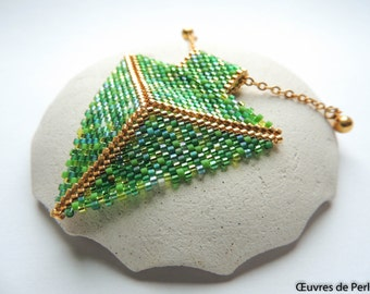 Green pendants necklace in peyote stitch with Miyuki bead Miyuki pendant Triangle pendant Geometric pendant Beadwork pendant Christmas gift