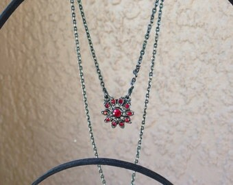 1920' s Vintage Necklace with garnet flower