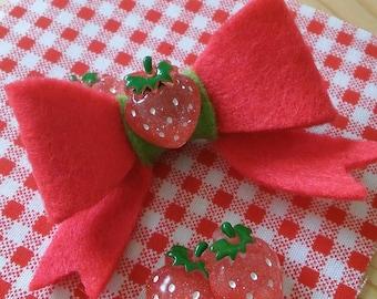 Dainty strawbery bow
