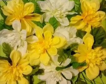 Yellow and white flowers bouquet