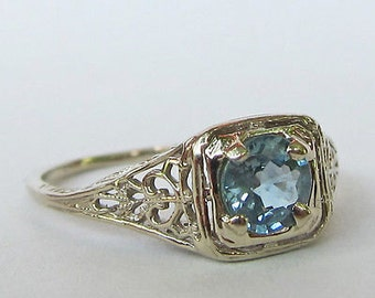 14 kt white gold antique sapphire ring