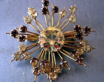 old brooch in rhinestone 1950. Vintage France.made in france