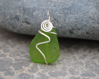 Green wrapped seaglass with swirl