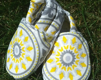 Yellow baby slippers, grey slippers, baby shoes boy, baby shoes girl, baby booties, baby shoes, soft sole shoes, baby slippers