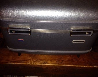 "Vintage American Tourister ""TOURISTER"" train case"