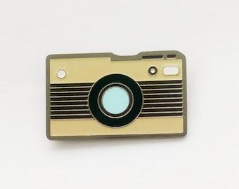 Photo camera enamel pin