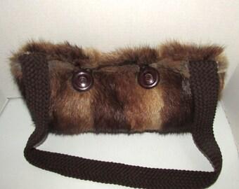 Joli sac en bandouillère en fourrure de rat musqué naturel/nice muskrat fur handbag