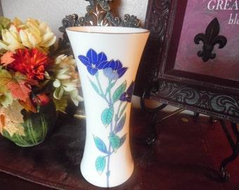 Fine Ceramic Porcelain Oriental Vase with Gold Rim