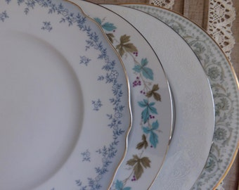Set of four vintaged mismatched dinner plates, blue and green
