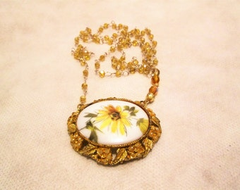 Beautiful Daisy Vintage Brooch Necklace