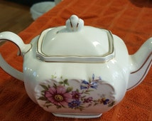 Sadler Vintage 1940's small teapot.  English Garden