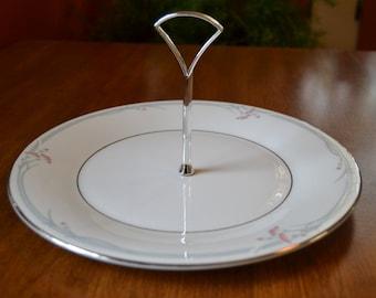 Royal Doulton Carnation Round Serving Plate with Center Handle, Platinum Trim