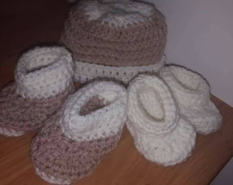 2 pairs of Baby booties and matching hat